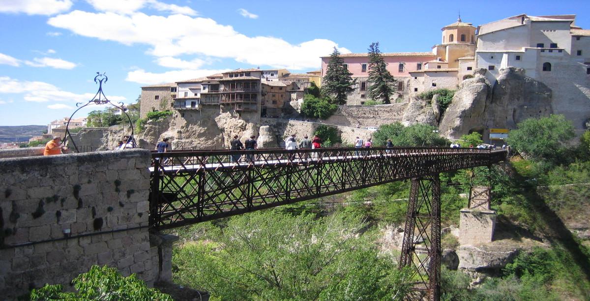 Puente colgante.Cuenca